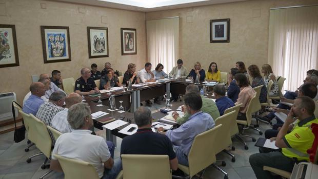 Las diferentes administraciones reunidas en el Ayto. de Almonte con motivo de la Venida