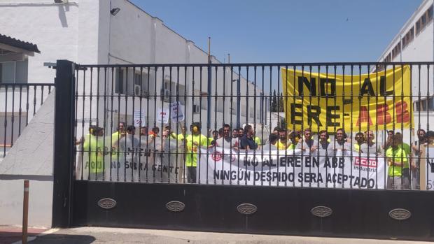 Trabajadores de ABB, encerrados en la fábrica de Córdoba para protestar contra el ERE