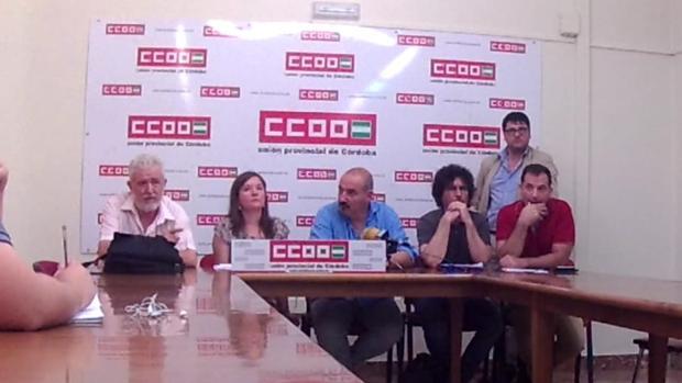 Representantes sindicales de CC.OO. durante la rueda de prensa