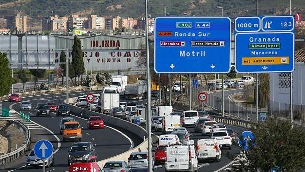 Granada supera los límites de NO2, el contaminante producido por la combuistión de los coches.