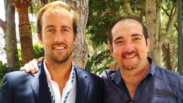 Carlos Rivero tras tomar posesión el pasado 5 de julio junto al excoordinador de Vox en Mijas Antonio Molina