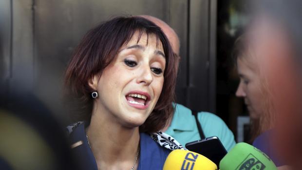 Juana Rivas realiza declaraciones a los periodistas