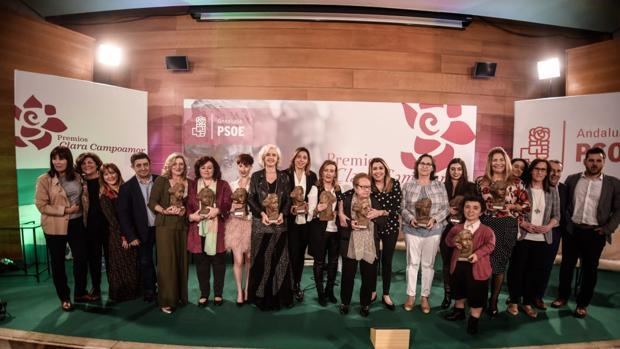 Susana Díaz, en la última entrega de los Premios Clara Campoamor, que destacó a uno de los colectivos