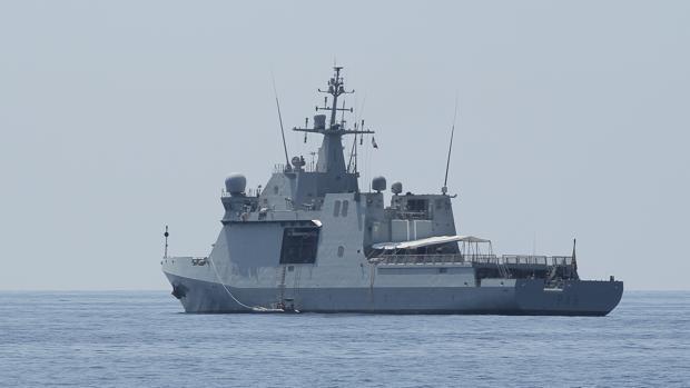 Imagen del buque de la Amada Audaz, donde ya viajan los 15 inmigrantes del Open Arms