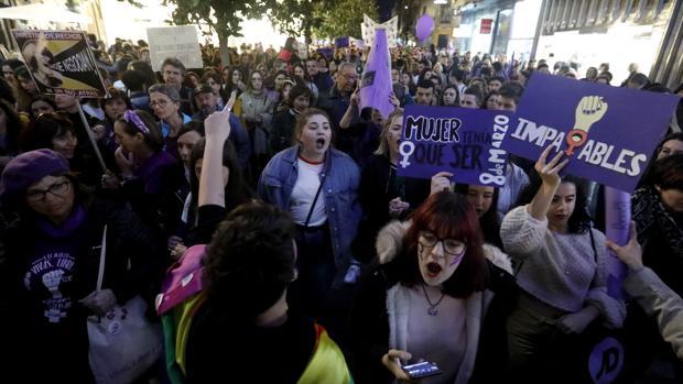 Adolescentes en la manifestación del 8 de marzo en Córdoba