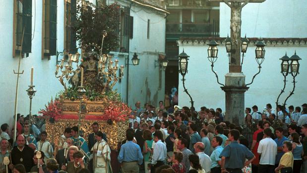 Procesión de la Divina Pastora en el año 2000, con Fray Ricardo de Córdoba en la presidencia