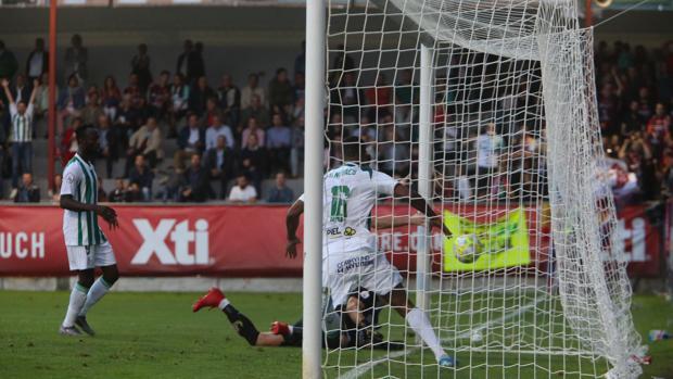 Novaes celebra su primer gol