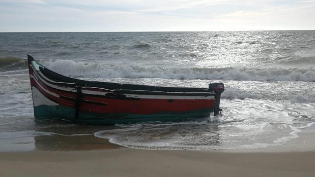 Patera aparecida esta tarde en la costa del Parque Nacional de Doñana