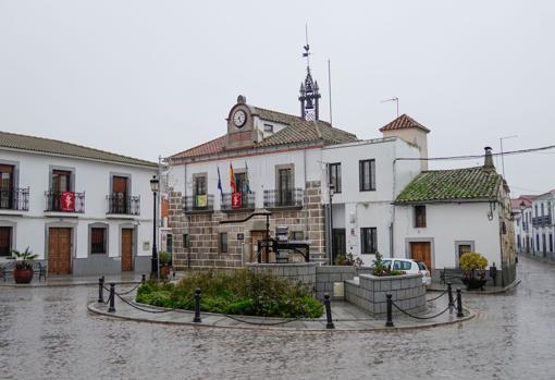 Plaza del Ayuntamiento de Añora, totalmente vacía