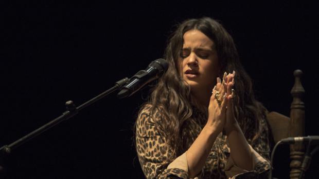 La catalana Rosalía, ayer en el Café Alameda de la Bienal de Flamenco