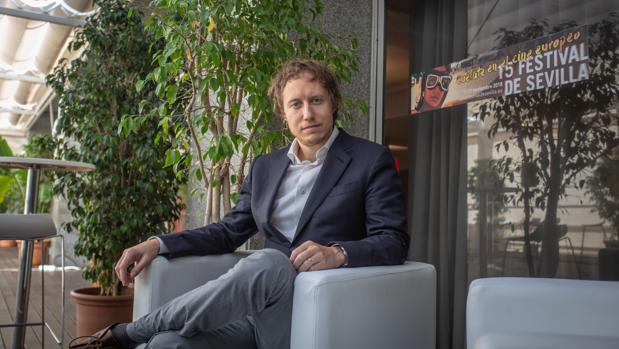 El director Laszlo Nemes en Sevilla tras su comparecencia de prensa