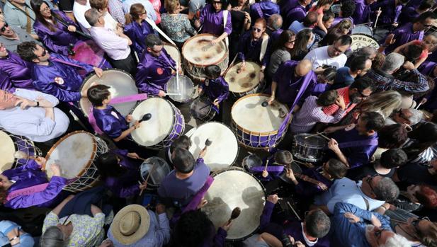 España aparece representada en las tamboradas, repiques rituales de tambor como los de Calanda (Teruel)