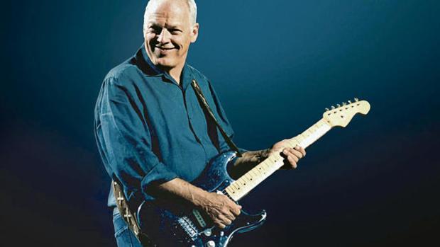 David Gilmour tocando la «Black Strat» en agosto de 2006