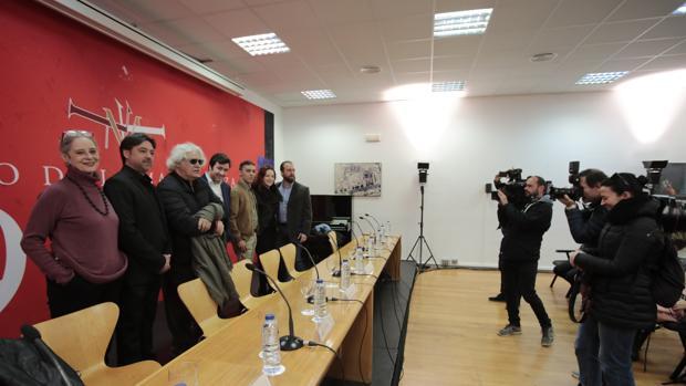 Vicky Peña, Antonio Gandía, Mario Gas, Óliver Díaz, Ángel Ruiz, María José Moreno y Ernesto Morillo, ayer en el teatro
