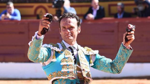 Antonio Ferrera pasea dos orejas