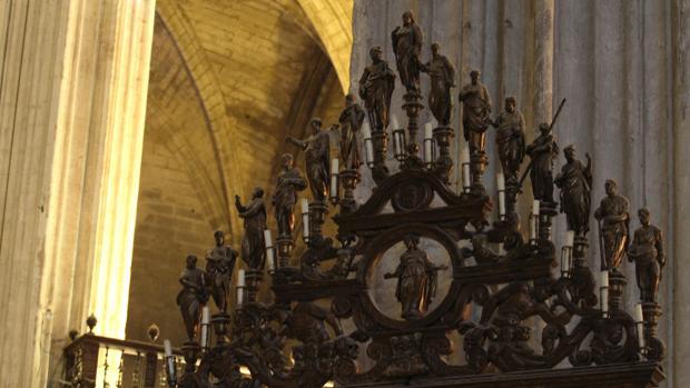 El tenebrario de bronce de la Catedral, que se utilizaba en el oficio de tinieblas