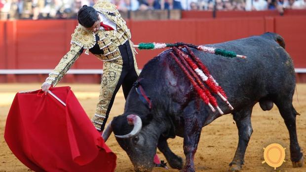 Emilio de Justo, en un templado derechazo al tercer toro de Victorino