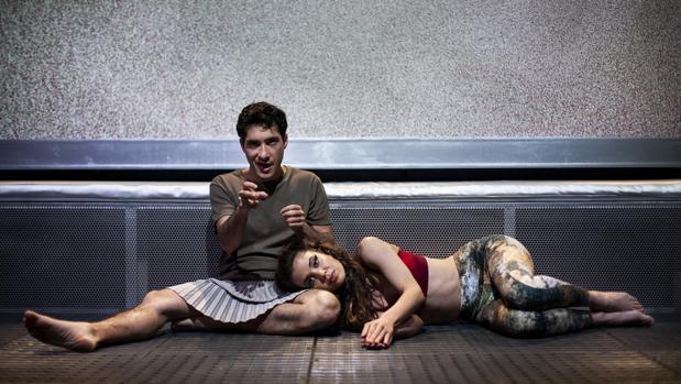 Carlos Luengo y Marta Guerras, en una escena de la obra
