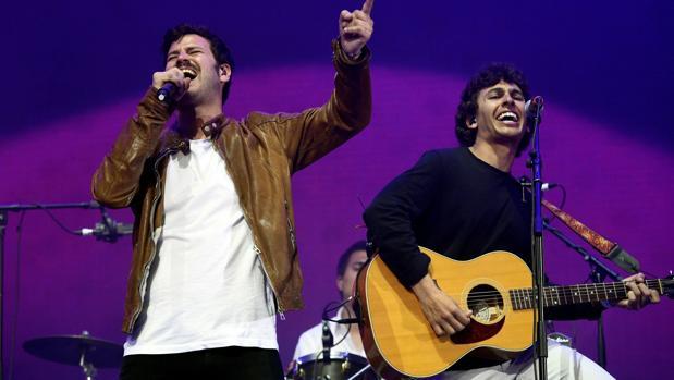 Taburete Sevilla.Taburete Regresa Al Auditorio Rocio Jurado Cargado De