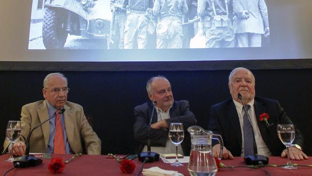 Coloquio entre Manuel Alegre y Alfonso Guerra sobre la Revolución de los Claveles
