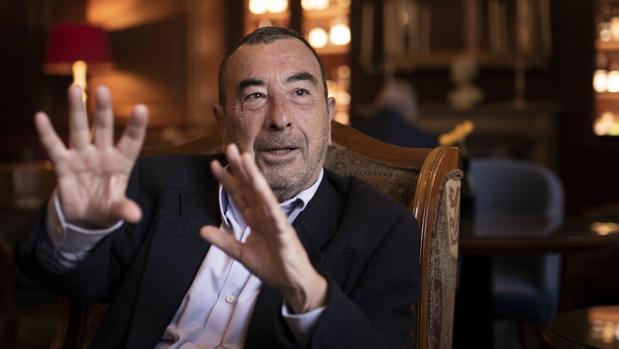 José Luis Garci, durante la entrevista