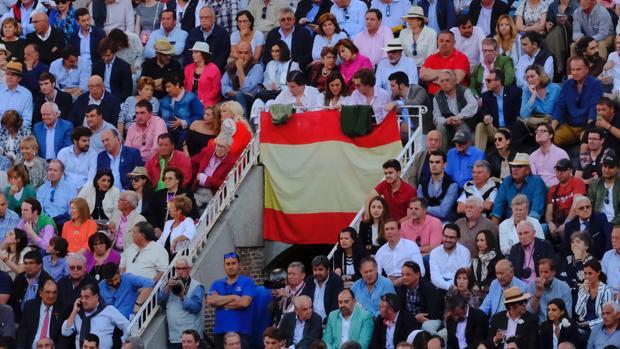 Imagen de los tendidos de Las Ventas, con la bandera de España en la bocana