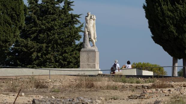 Escultura heroica colosal de Trajano en Itálica, que aspira a ser patromonio de la humanidad