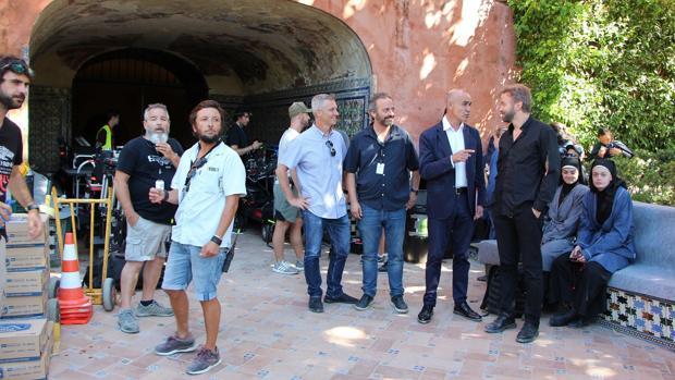 Antonio Muñoz asistió al rodaje en el Real Alcázar, donde conversó con Simon Barry, creador de la serie