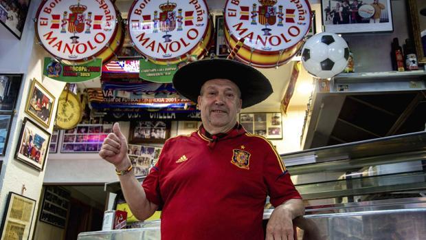 Manolo, en su bar