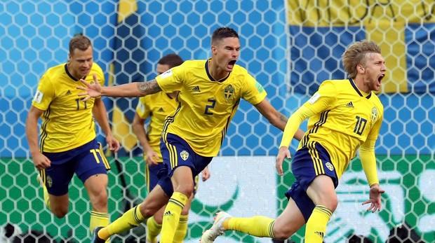 Suecia celebrando el gol del «10» de Suecia, Forsberg, en el Mundial de Rusia ante Suiza