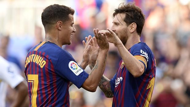Coutinho y Messi celebran un gol