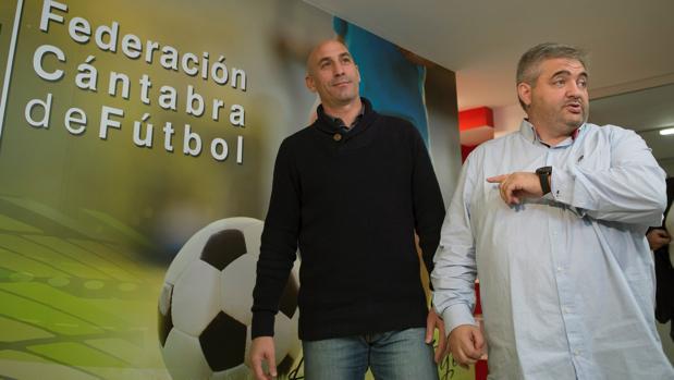 Rubiales, presidente de la RFEF, y José Ángel Peláez, presidente de la Comisión de Segunda B