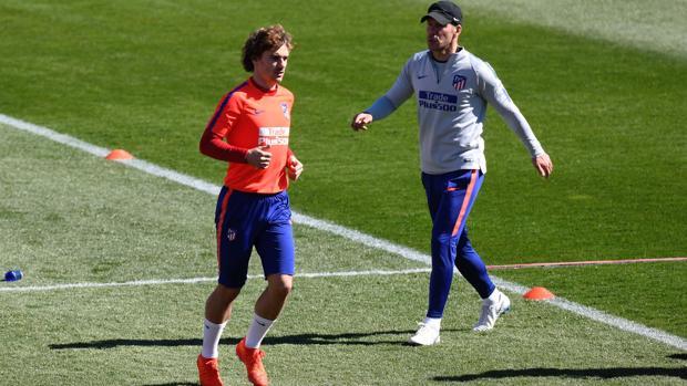 Griezmann y Simeone, en el entrenamiento del Atlético de este vierne