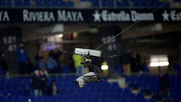 Una «spidercam», una de las tecnologías con las que cuenta la Liga