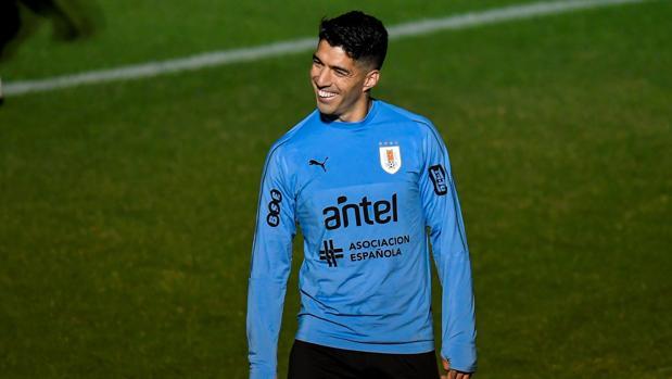 Luis Suárez durante un entrenamiento con la selección uruguaya