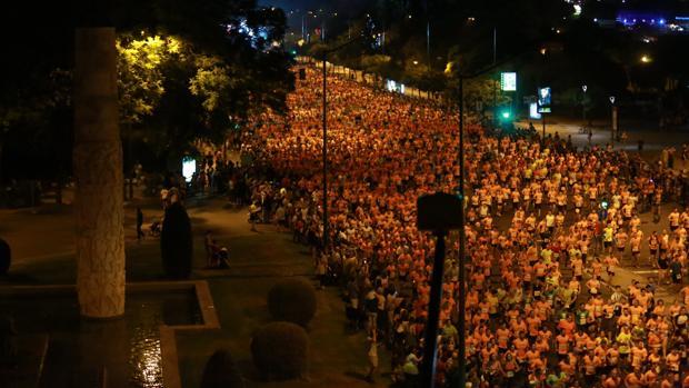 Los corredores de la Carrera Nocturna del Guadalquivir, en la edición del año pasado