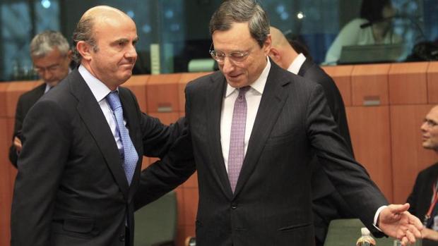 De Guindos junto a Draghi