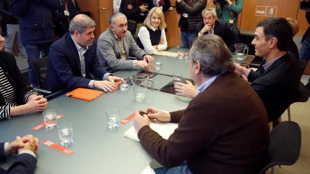 Sordo y Álvarez, a la izquierda, y Sánchez, a la derecha, esta mañana