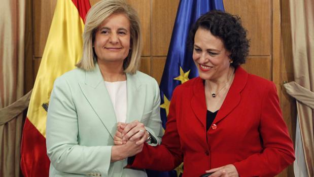 Báñez y Valerio, en el acto de traspaso de la cartera ministerial