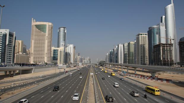 Vista de la Avenida de Sheikh Zayed, de 12carriles, en la ciudad de Dubái