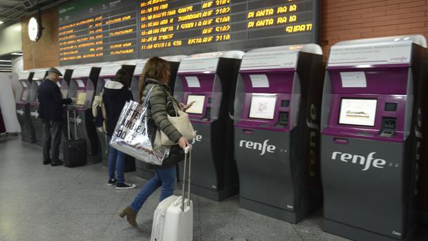 Cualquier usuario que intente reservar o comprar billetes de tren por la pagina web de Renfe o por el resto de canales de venta solo lo conseguirá a un mes vista.