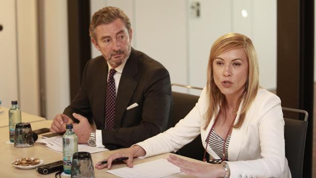 Gaspar Sáezn, director del grupo Barceló en Andalucía, y Sara Ramis, responsable de Márketing de la cadena