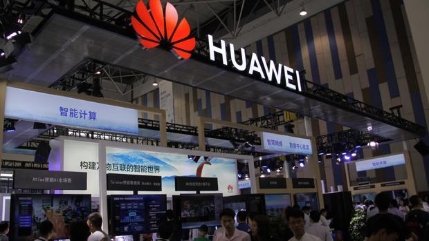 Expositor de Huawei en la Exposición Internacional de «Big Data» en Guiyang