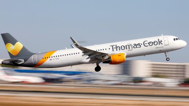 Un avión de Thomas Cook despega del aeropuerto de Palma de Mallorca