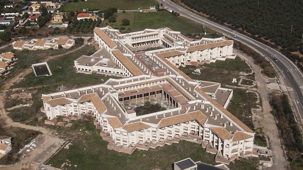 Las obras del macrogeriátrico Terramagna, en Carmona, se paralizaron en 2008 cuando estaba ejecutado en un 85% y la cooperativa El Jardín de la Merced se declaró insolvente