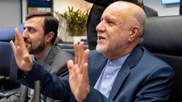 El ministro del Petróleo de Irán, Biyan Namdar Zanganeh, en primer plano, en la cumbre de Viena