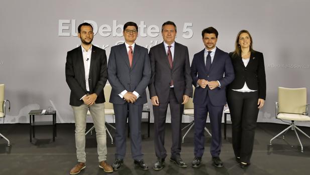 Los cinco candidatos durante el último debate electoral en ABC