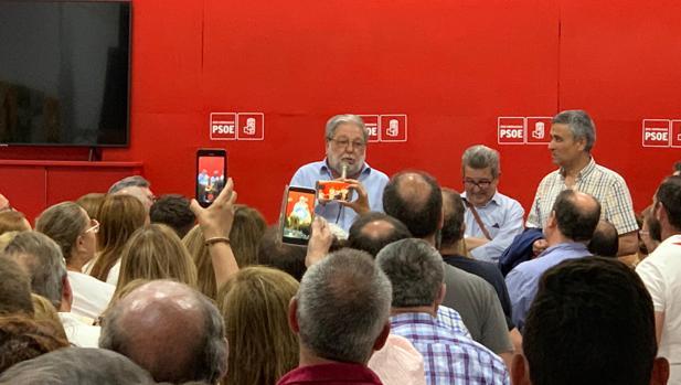 Francisco Toscano celebrando su décima legislatura como alcalde en Dos Hermanas