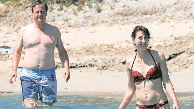 Cameron y su mujer de vacaciones en Córcega