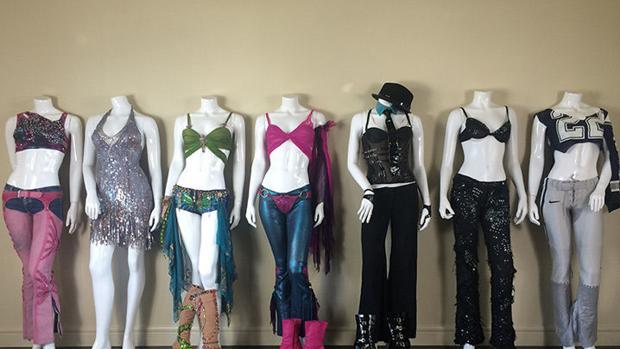 La coleccionista planea ganar un millón de dólares con la venta de los trajes